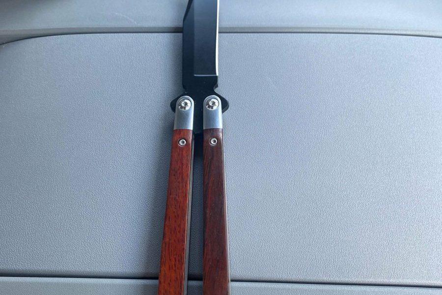 Je viens d'acheter ce balisong Je l'aime vraiment   # Couteau # Couteaux    ...